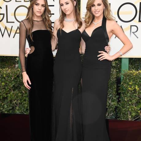 As misses Golden Globes Sistine Stallone, Scarlet Stallone e Sophia Stallone foram umas das primeiras a chegar no tapete vermelho do Globo de Ouro Foto: Frazer Harrison / AFP