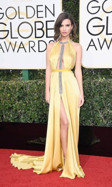 A atriz e modelo Emily Ratajkowski surgiu sensualíssima vestindo Reem Acra Frazer Harrison / AFP