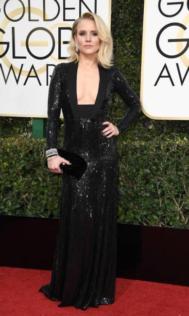 A atriz Kristen Bell foi um dos destaques do tapete vermelho do Globo de Ouro ao levar o decote ao extremo com um recorte superousado e elegante ao mesmo tempo Frazer Harrison / AFP