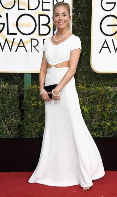 A atriz Sienna Miller apostou no branco Frazer Harrison / AFP