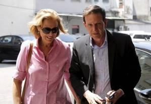 Sylvia Jane, mulher de Crivella, ao lado do prefeitodo Rio Foto: Pablo Jacob / O Globo