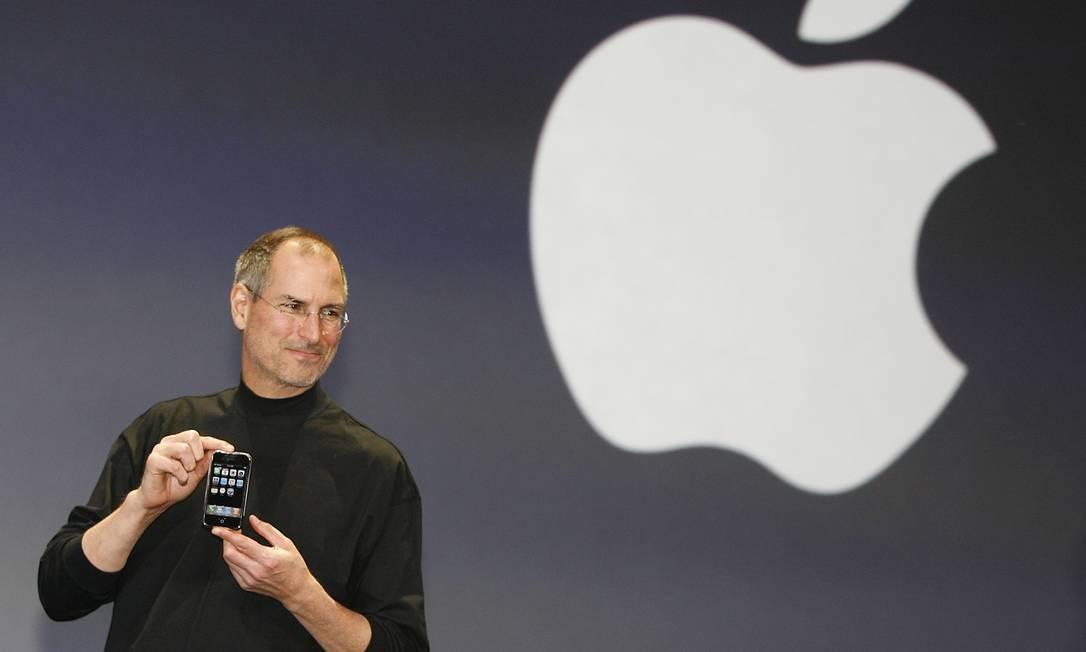 Há dez anos, Steve Jobs anunciava o iPhone, aparelho que revolucionou a  indústria da computação - Jornal O Globo