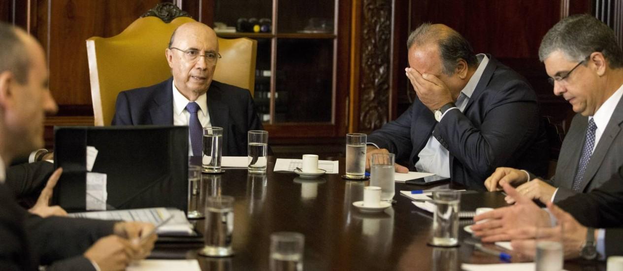 Meirelles e Pezão se reúnem para buscar soluções para a crise fiscal do estado Foto: Márcia Foletto / O Globo