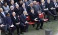 O presidente, Michel Temer, e o ex-presidente José Sarney no funeral do ex-presidente português Mário Soares
