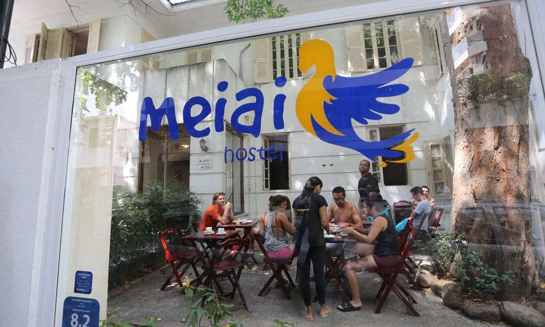 Turistas são roubados e agredidos por ladrões armados em hostel em Botafogo