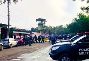 Agentes da Força Nacional chegal ao complexo Penitenciário Anísio Jobim Foto: Chico Batata