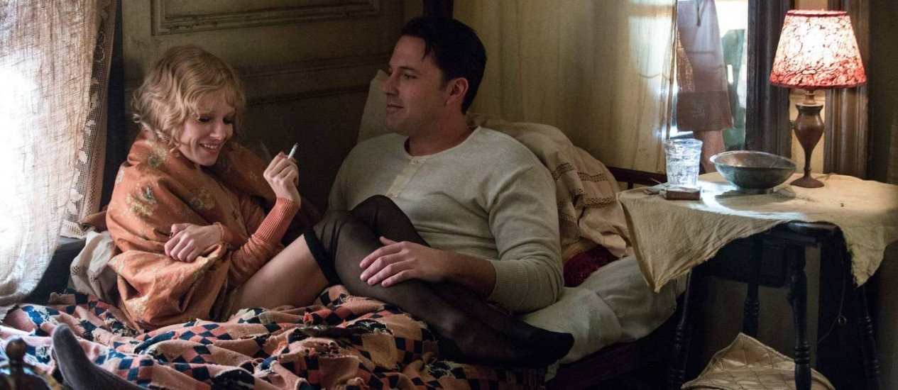 Sienna Miller e Ben Affleck em 'A lei da noite' Foto: Divulgação