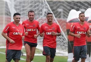 Pará, Mancuello, Éverton e Cuellar na reapresentação do Flamengo no Ninho do Urubu Foto: Márcio Alves