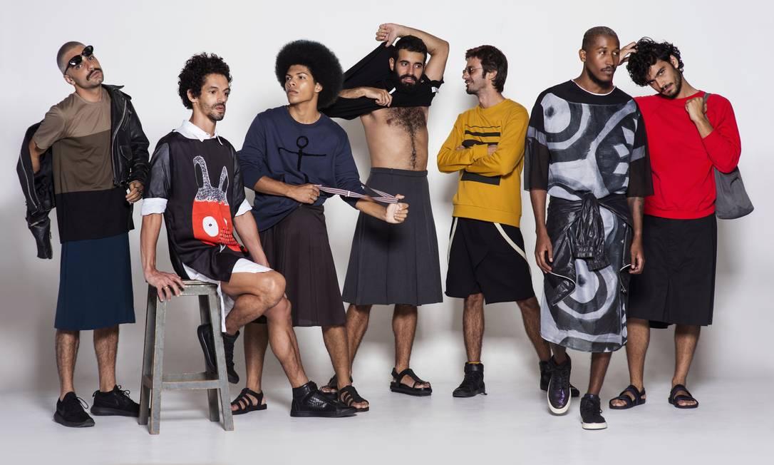 Tendência. Reta, pregueada, kilt, plissada: as saias ganham lugar no armário masculino Foto: Juliana Rocha e Bruno Machado / Divulgação