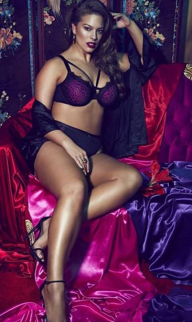 A combinação de roxo e preto deixou as peças da coleção Dark Night ainda mais sexy Divulgação / Addition Elle