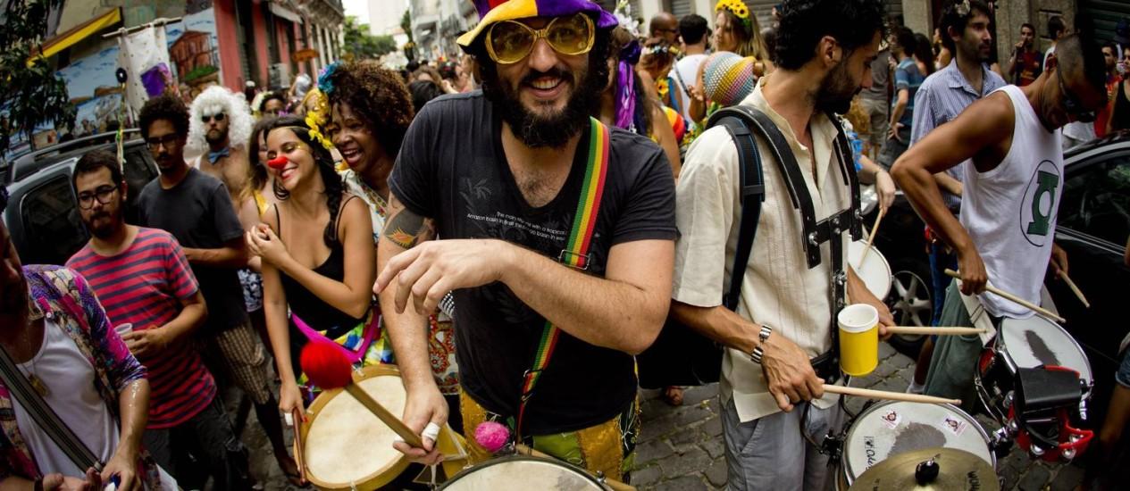 Desfile de blocos carnavalescos pelas ruas do Centro do Rio Foto: Guito Moreto - 03/01/16 / Agência O Globo