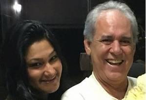 Ary Ferreira da Costa Filho, ex-assessor de Cabral, ao lado da mulher, Michele, que recebeu doações de concessionárias para sua campanha Foto: Reprodução
