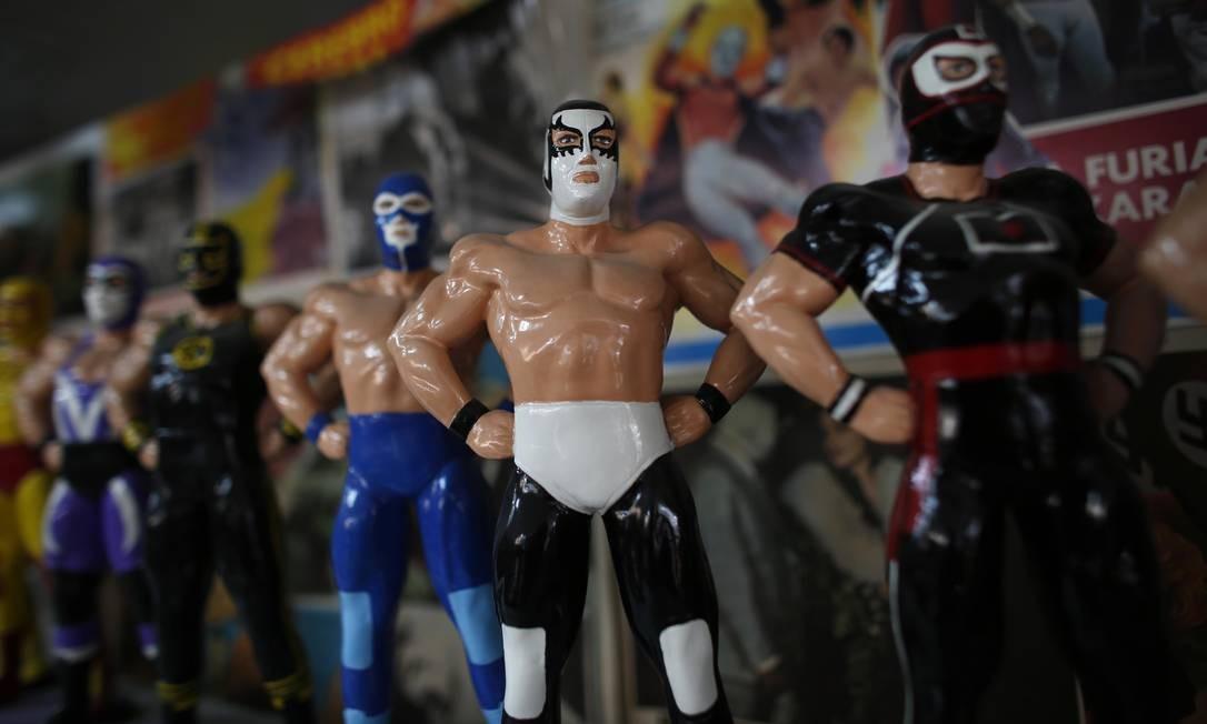 """Bonecos da popular """"lucha libre"""" (luta livre) estão na exibição. Foto: Dario Lopez-Mills / AP"""