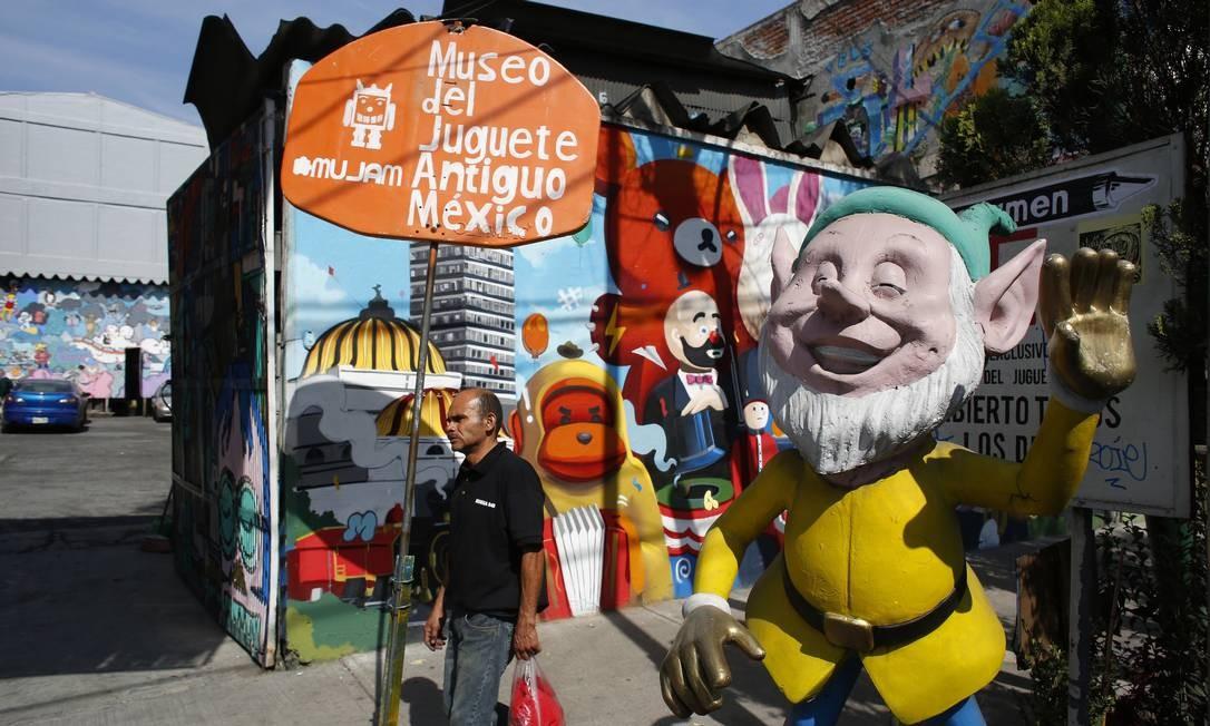 Entrada festiva do museu de brinquedos antigos na Cidade do México. Foto: Dario Lopez-Mills / AP