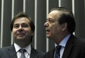 O presidente da Câmara, Rodrigo Maia (DEM-RJ) ao lado do deputado Jovair Arantes (PTB-GO): disputa pelo comando da Casa Foto: Givaldo Barbosa / Agência O Globo / 30-11-2016