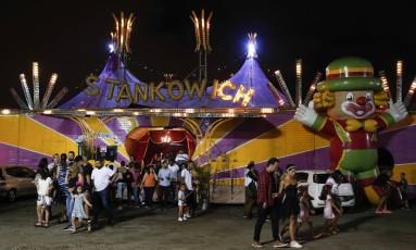 Circo Stankowich, o maior do país, no fim de um espetáculo em São Paulo Foto: Edilsson Dantas / Agência O Globo