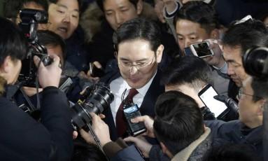 Lee Jae-Yong, herdeiro e vice-presidente da Samsung, no dia em que prestou depoimento à Promotoria Foto: Kim Do-hoon / Yonhap via AP