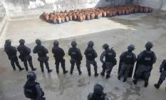 Policiais controlam rebelião no Presidio Provisório Raimundo Nonato, em Natal Foto: Divulgação