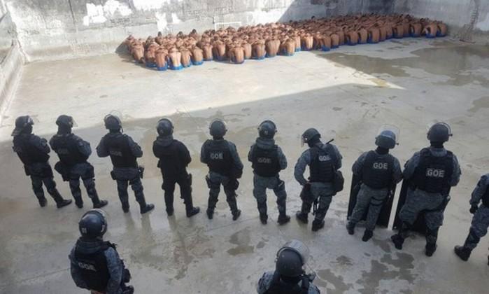 Resultado de imagem para imagens de ALCAÇUZ: Guerra entre facções deixa mortos no maior presídio de Natal.