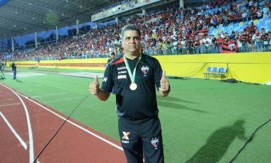 Marcelo Cabo com a medalha de campeão brasileiro da Série B Foto: Divulgação