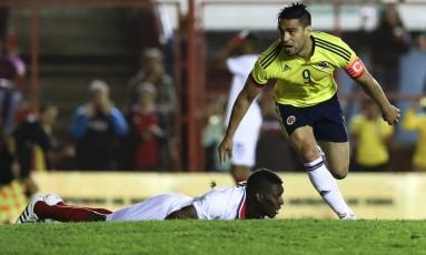 Falcao Garcia comemora gol com a camisa da seleção colombiana Foto: Natacha Pisarenko / AP
