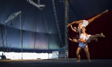 Alunas ocupam o picadeiro da Escola Nacional de Circo, no Rio: espaço é considerado referência na América Latina Foto: Leo Martins / Leo Martins