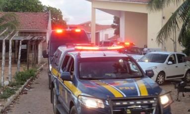 Polícia militar transfere detentos apontados como líderes da rebelião que deixou 26 mortos em Natal Foto: Aura Mazda