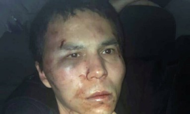 Autor do ataque à boate Reina, identificado como Abdulgadir Masharipov, é detido pela polícia turca em Istambul Foto: STRINGER / REUTERS