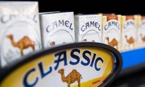Cigarros Camel em loja de tabaco em Nova York Foto: © Lucas Jackson / Reuters / REUTERS