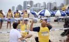 Praia para Todos também tem esportes adaptados, como o vôlei sentado Foto: Divulgação