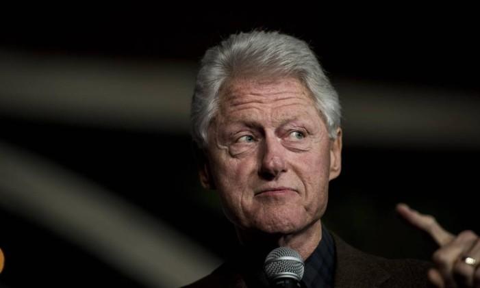 Ex-presidente Bill Clinton apresenta a esposa, Hilary Clinton, em evento de janerio de 2016. Foto: Melina Mara / The Washington Post