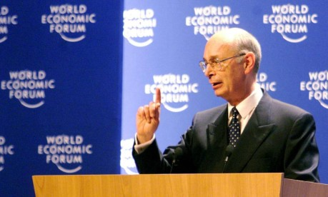 Davos. Presidente e fundador do Fórum Econômico Mundial, professor Klaus Schwab discursa na abertura do encontro Foto: Remy Steinegger 29/11/1999 / Reuters
