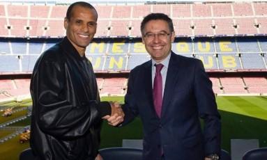Rivaldo e Josep Maria Bartomeu, presidente do Barça Foto: Reprodução