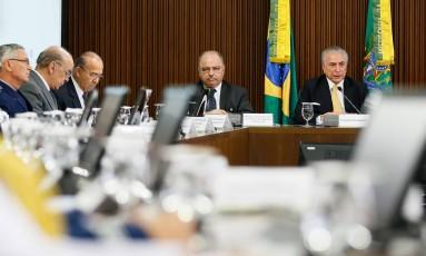 O presidente Michel Temer em reunião com órgãos de segurança Foto: BETO BARATA / AFP