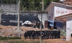 Tropa de Choque da PM entra no presídio de Alcaçuz, no RN Foto: STRINGER / REUTERS
