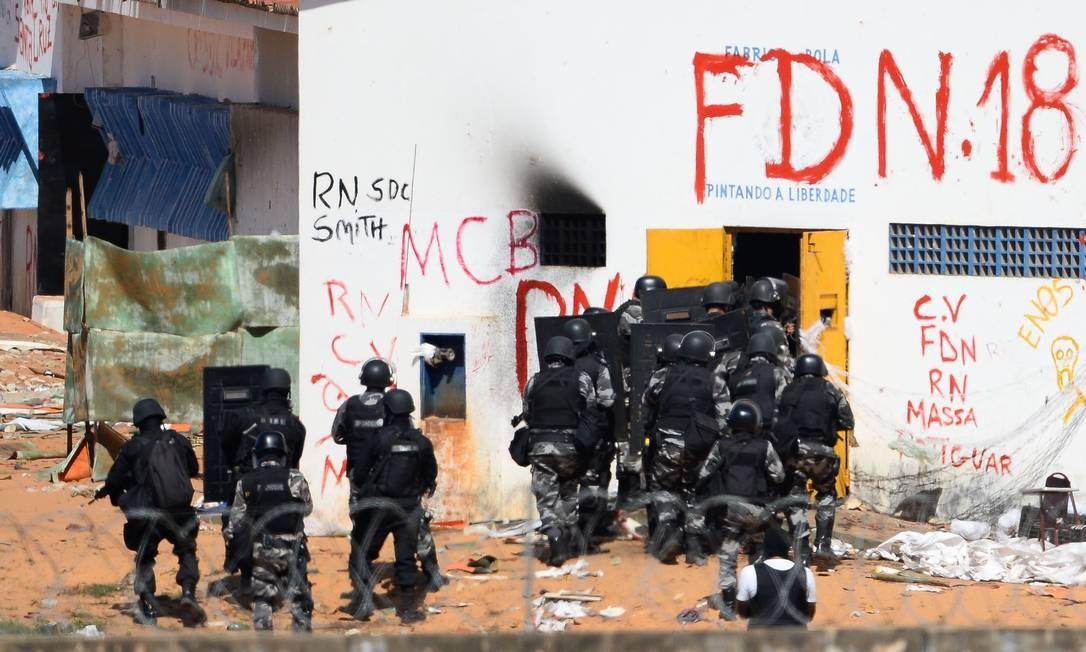 Na terça-feira, o governador do Rio Grande do Norte, Robinson Faria (PSD), afirmou que a Polícia Militar só entraria na prisão 'em caso de extrema necessidade', para evitar um massacre. Foto: ANDRESSA ANHOLETE / AFP