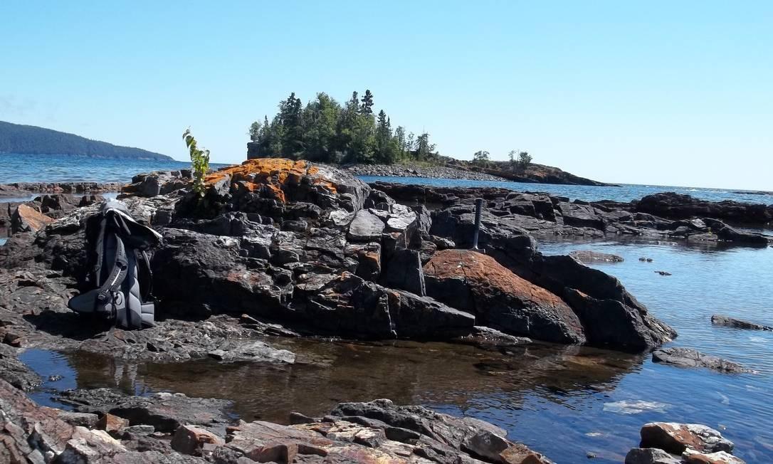 Estromatólitos, fósseis de agrupamentos de seres unicelulares que viviam em águas rasas e marcam o início do desenvolvimento de organismos mais complexos no planeta, nas rochas de formação geológica conhecida como Gunflint, no estado americano de Minnesota Foto: Eva Stüeken