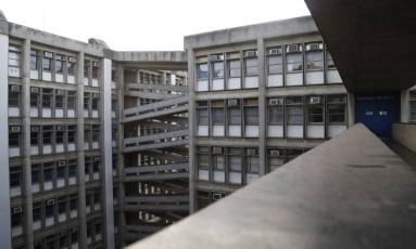"""O campus da universidade, no Maracanã: alunos, professores e funcionários vão """"abraçar"""" a Uerj Foto: Barbara Lopes"""