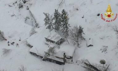 Hotel Rigopiano foi atingido por avalanche em Farindola, na Itália Foto: AP