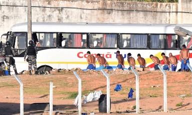 Detentos são transferidos de Penitenciária Estadual de Alcaçuz, no Rio Grande do Norte Foto: STRINGER / Josemar Goncalves/Stringer/Reuters/18-01-2017