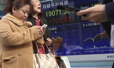 Governo lança medidas para que japoneses deixem trabalho mais cedo Foto: Shizuo Kambayashi/AP