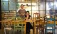 Dose dupla. O casal Rafael Pereira e Shirley Yanez, donos da We Do Botânica e do Gabo Café Foto: Mônica Imbuzeiro / Agência O Globo