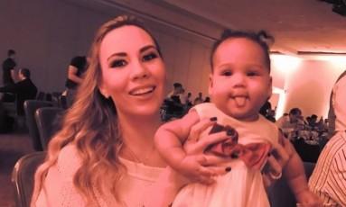 A mulher e a filha de Marinho Foto: Reprodução
