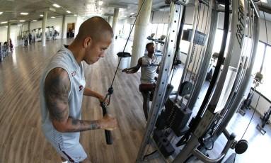 Marcos Júnior mantém a forma na academia do CT do Fluminense Foto: NELSON PEREZ/FLUMINENSE F.C.