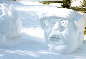 Escultura de neve de Donald Trump em Regensburg, na Alemanha Foto: MICHAELA REHLE/REUTERS