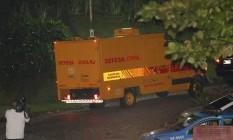 Corpo do ministro do STF Teori Vazascki é transportado em rabecão de Paraty para o IML de Angra dos Reis Foto: Domingos Peixoto / Agência O Globo