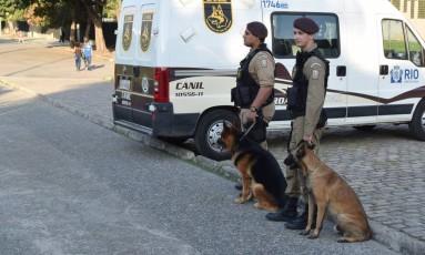 Policiais atuarão em dupla e com cães na orla Foto: Divulgação / Guarda Municipal