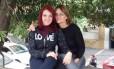 A massoterapeuta Maíra Pana, de 23 anos, e sua mãe, Maria Hilda Panas, de 55 anos, viajavam no avião que caiu em Paraty com o ministro Teori Zavascki