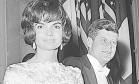 Estilo. Jacqueline e o presidente John Kennedy durante evento em Paris: fluência em línguas ajudou o marido Foto: 31/05/1961 / AP