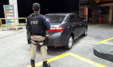 Carro apreendido com os suspeitos Foto: Divulgação / PRF